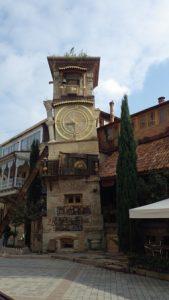 Tbilisi is uitgestorven . Ook bij de klokkentoren is het stil
